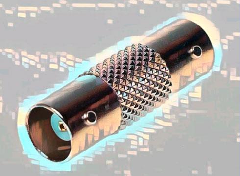 Коннектор для удлинения коаксиального кабеля.
