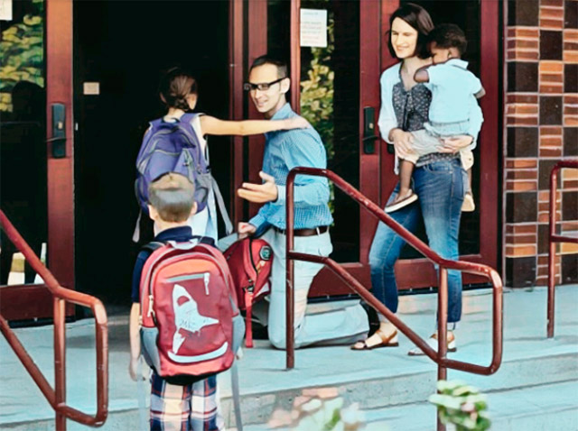 Родители провожают детей в школу.