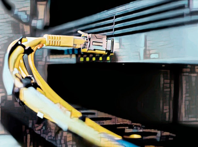 Подключенный разъем rj45 кабеля витая пара.